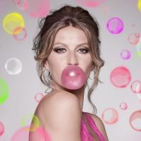 Gisele-Bundchen-Pink-Wallpaper