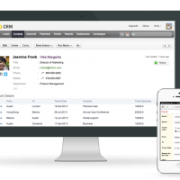 Zoho-CRM-on-iMac-iPhone-App