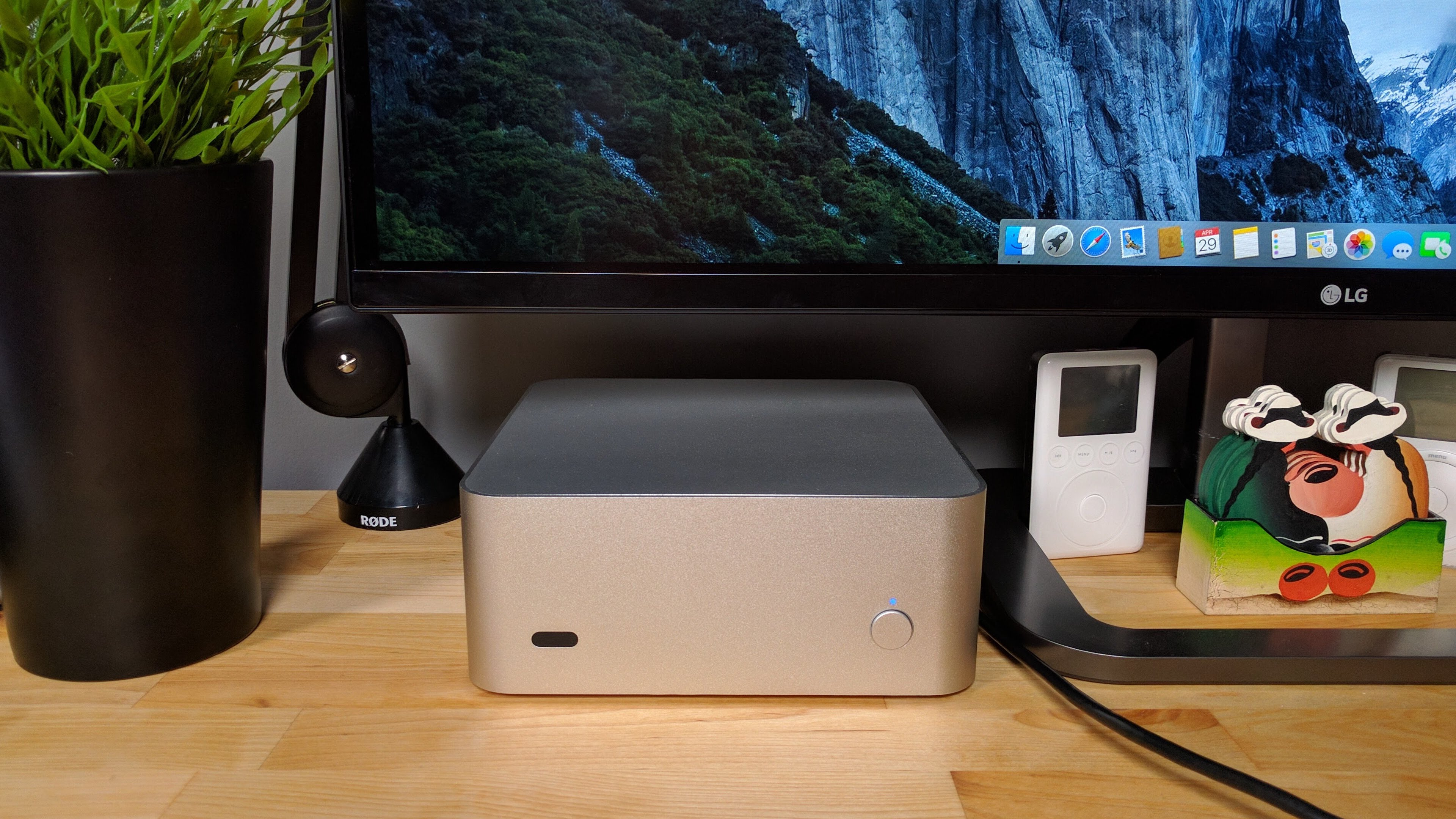 mac mini hook up The mac mini is a small desktop computer manufactured by apple inc like  earlier mini-itx pc  the updated unibody mac mini is apple's first computer  with an hdmi video port to connect to a television or other display, more readily.