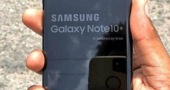 , Leaker Takes a Photo of the Samsung Galaxy Note 10+ with a 2019 iPhone XR